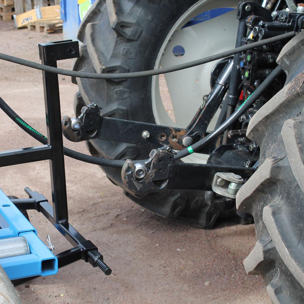 Vedmaskin traktordrift vid en traktor